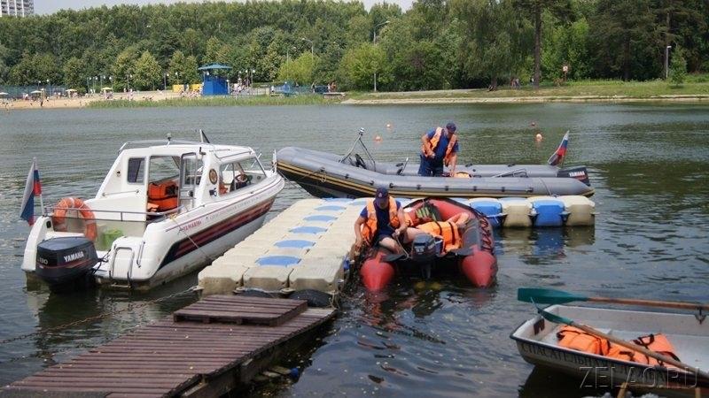 Школьное озеро в Зеленограде контролируют спасатели