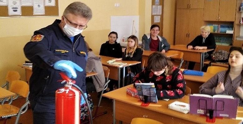 Пожарные Зеленограда проводят открытые уроки в школах